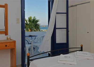 Family apartment separate bedroom panoramic sea view bay of Naoussa