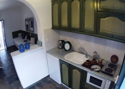 Fully equipped kitchenette studio for 4